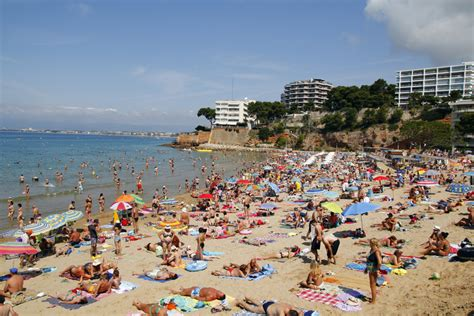 Salou – Just Blackpool on Steroids? | Let's Buy In Spain